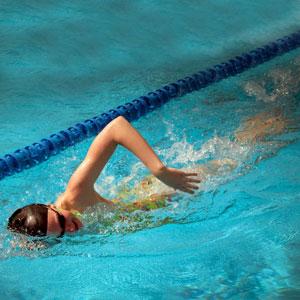 כאבי גב שחייה לא תמיד עוזרת
