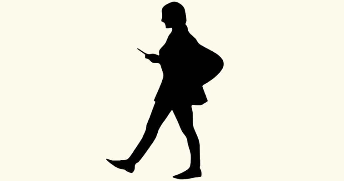 כתיבת מסרונים בעת הליכה