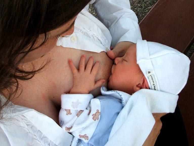 הנקה משפיעה על בריאותו של התינוק